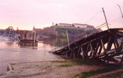 Bron bombades av illasinnade makter år 1999