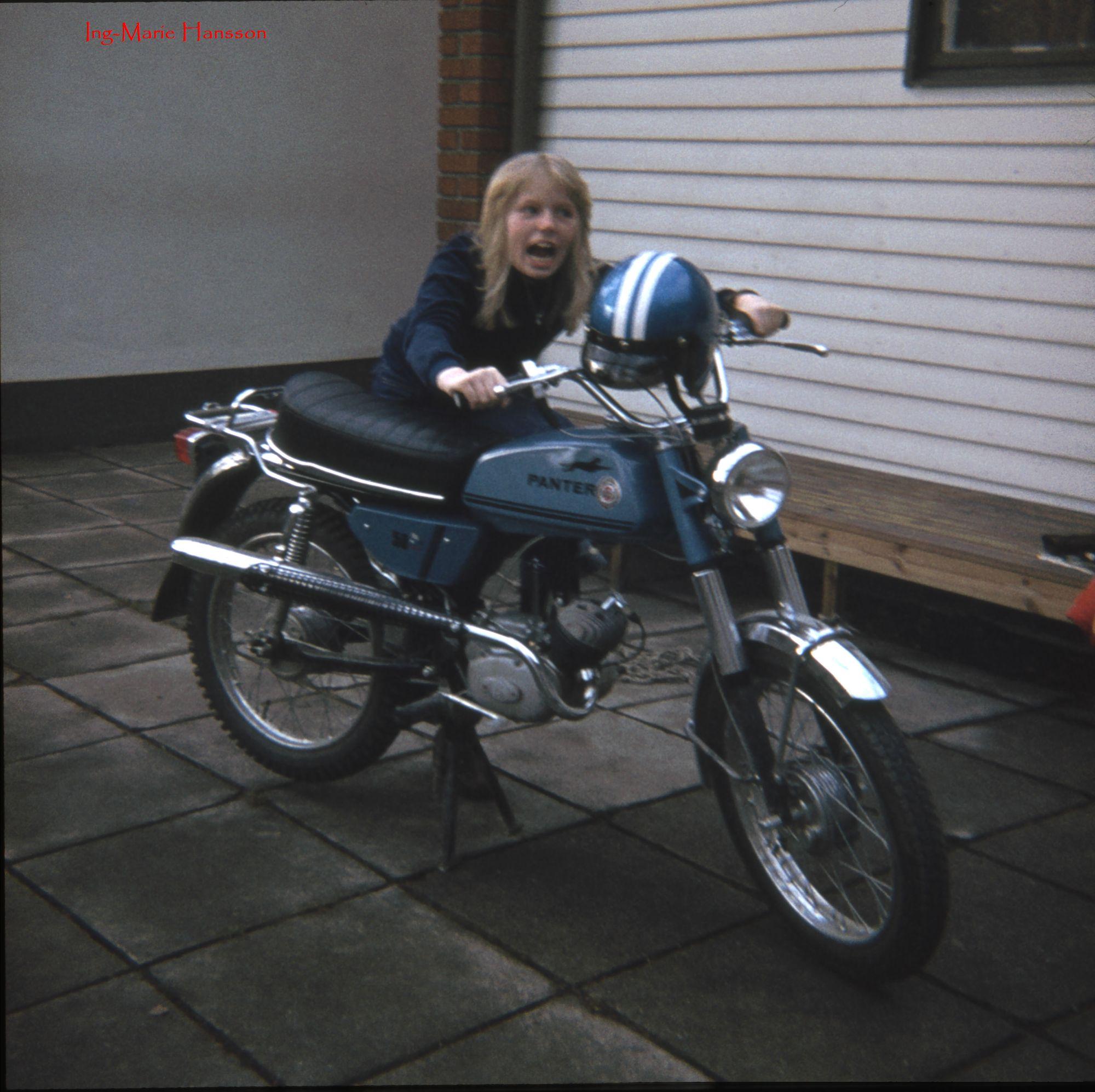 Ing-Marie med moped