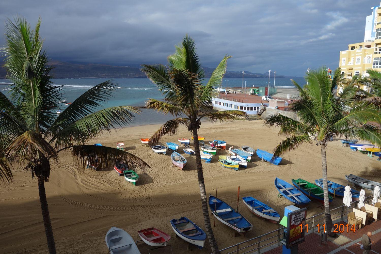 båtarna nedanför hotellet